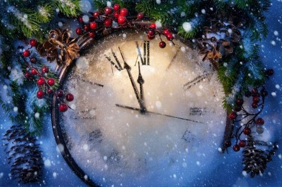 Holiday clock about to strike 12, illustrating the end of the year for any inside sales team